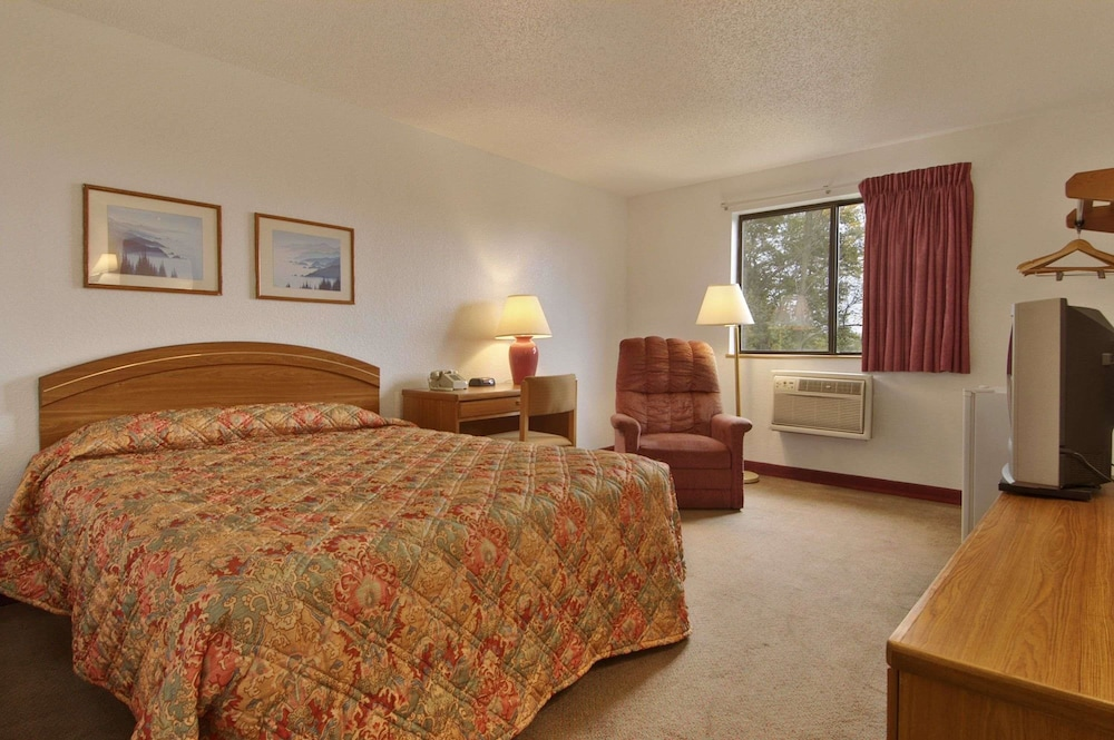 Room, Super 8 by Wyndham New Castle