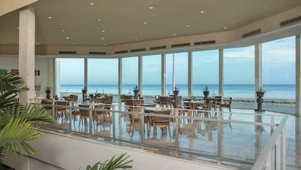 2 bars/lounges, lobby lounge, piano bar