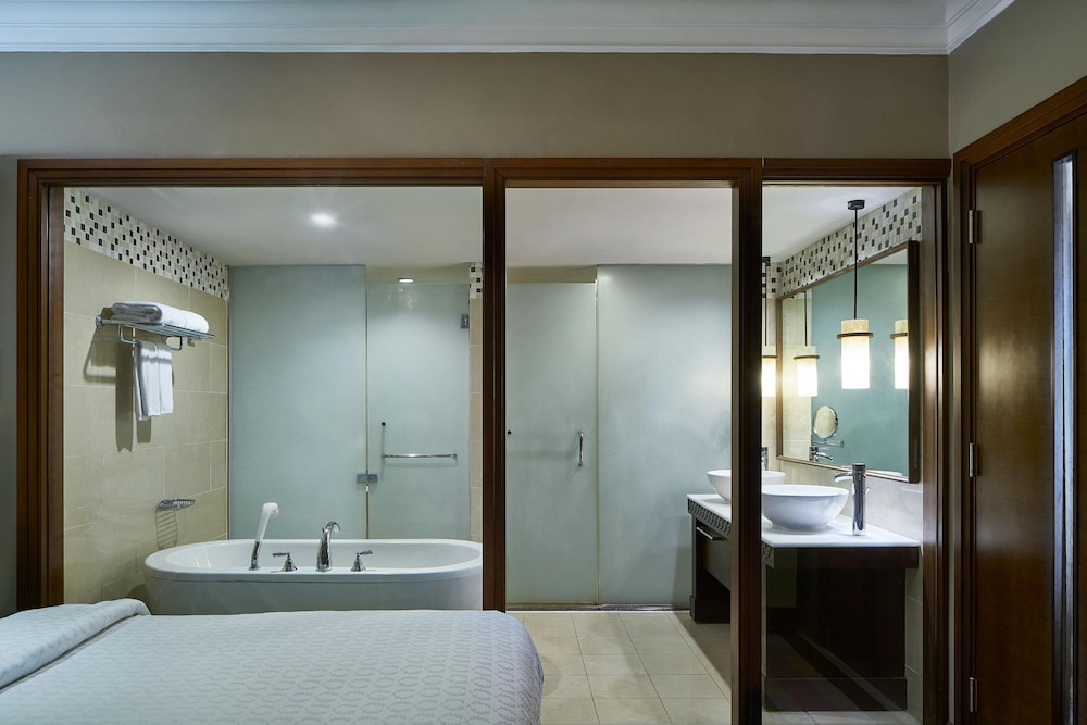 Bathroom, Sheraton Laguna Guam Resort