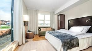 Minibar, skrivebord, wi-fi (mot et tillegg) og sengetøy