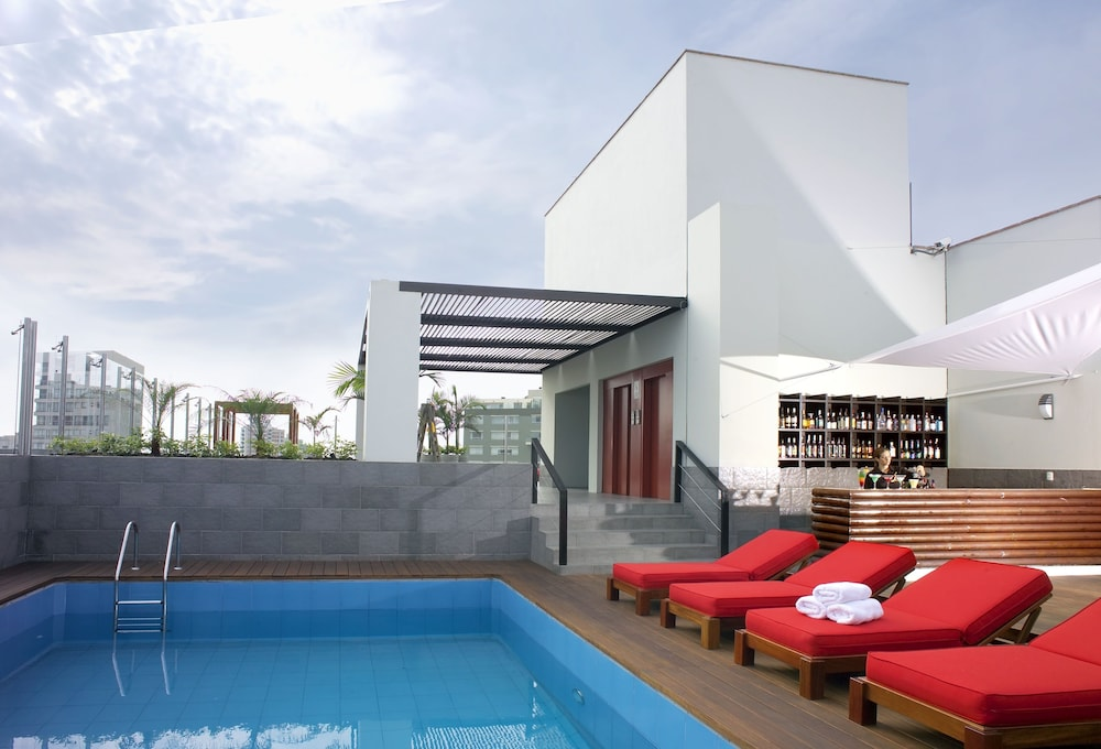 Radisson hotel decapolis miraflores lima p rou for Hotel nice piscine sur le toit