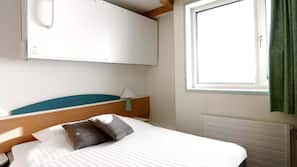 Desk, free cribs/infant beds, WiFi, wheelchair access