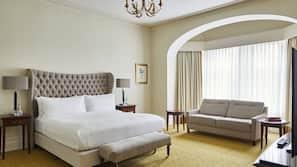 Premium bedding, down duvets, desk, blackout curtains