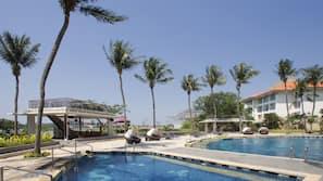 3 buitenzwembaden, gratis zwembadcabana's, parasols voor strand/zwembad