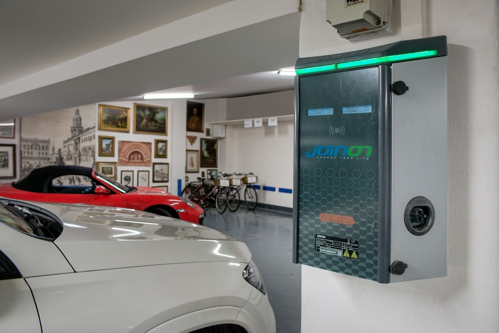 Electric vehicle charging station, Art Hotel Commercianti