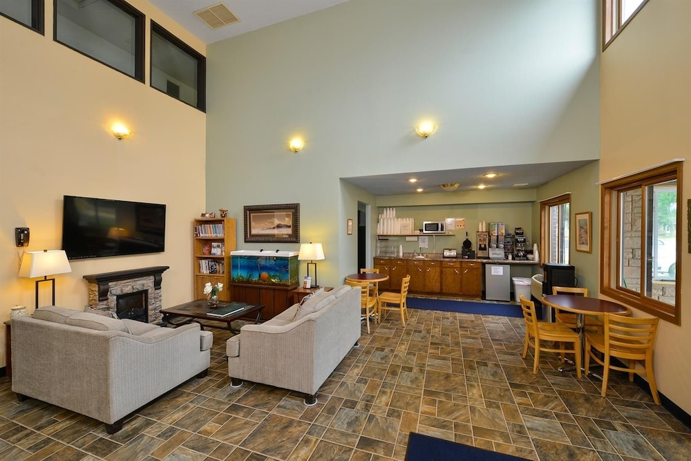 Americas Best Value Inn Wisconsin Rapids 2 0 Out Of 5 Lake Featured Image Lobby