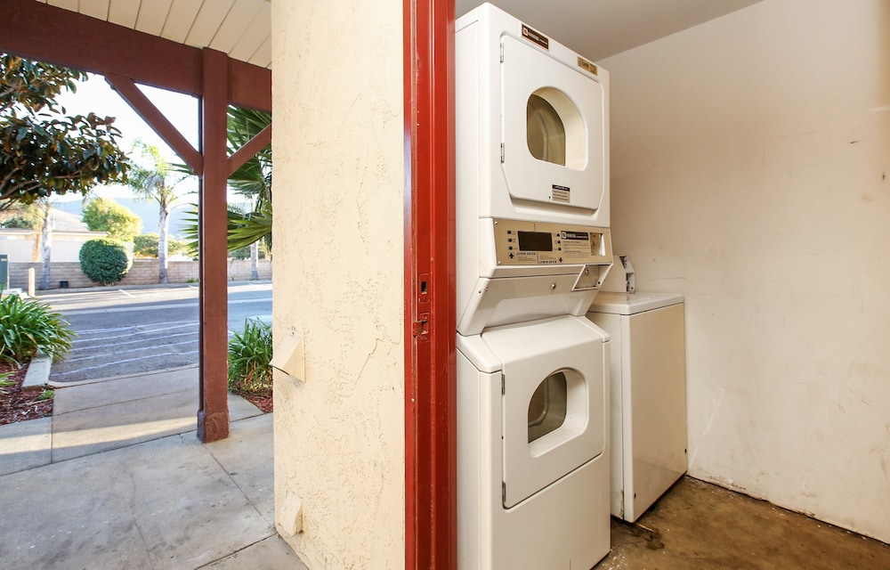 Laundry Room, Red Roof Inn Lompoc