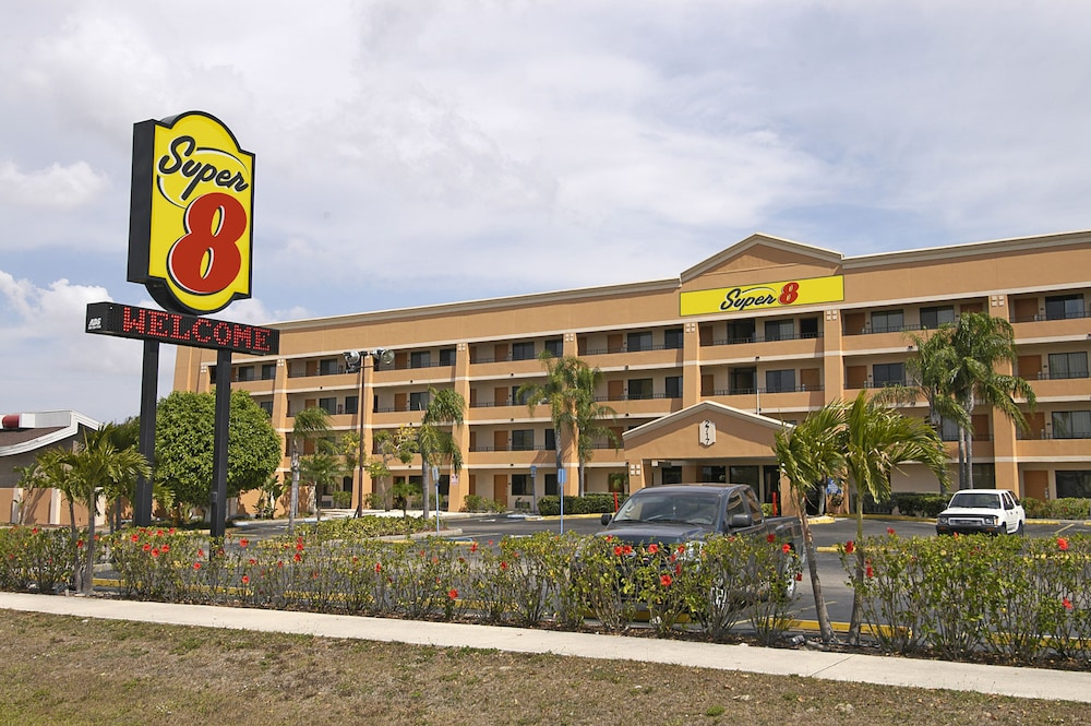 Super 8 By Wyndham Fort Myers  2019 Room Prices  108  Deals  U0026 Reviews