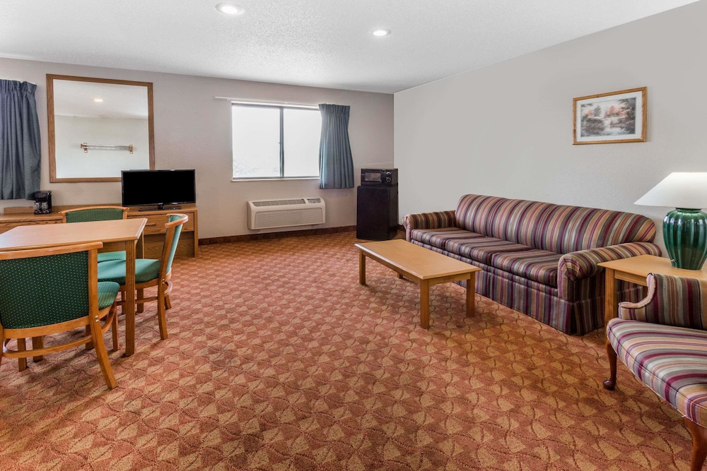 Room, Super 8 by Wyndham St. Charles