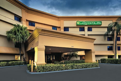 La Quinta Inn & Suites by Wyndham Miami Airport East