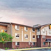 Super 8 by Wyndham Baltimore/Essex Area