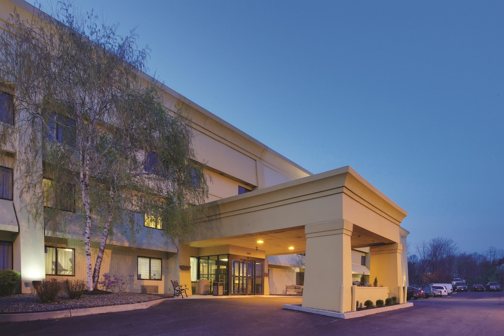 la quinta inn suites harrisburg airport hershey in. Black Bedroom Furniture Sets. Home Design Ideas