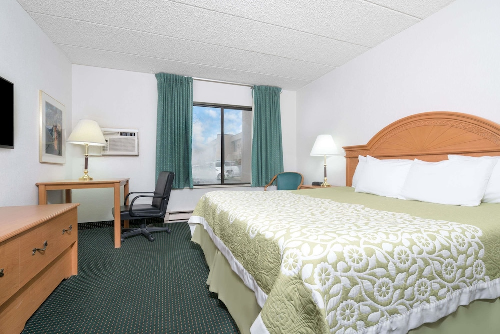 Room, Days Inn by Wyndham St Cloud