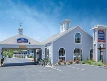 Book Howard Johnson Inn Mystic Mystic Hotel Deals