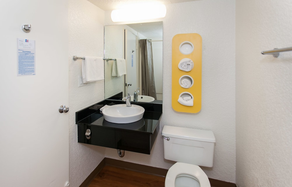 Bathroom, Motel 6 Los Angeles, CA - Los Angeles - LAX