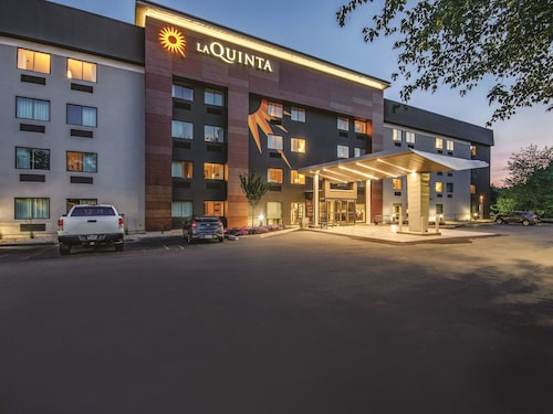 La Quinta Inn & Suites by Wyndham Hartford - Bradley Airport