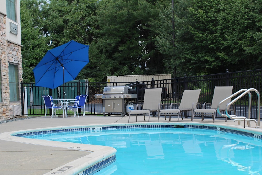 BBQ/Picnic Area, TownePlace Suites by Marriott Wilmington Newark/Christiana