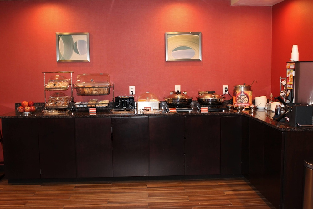 Breakfast buffet, TownePlace Suites by Marriott Wilmington Newark/Christiana