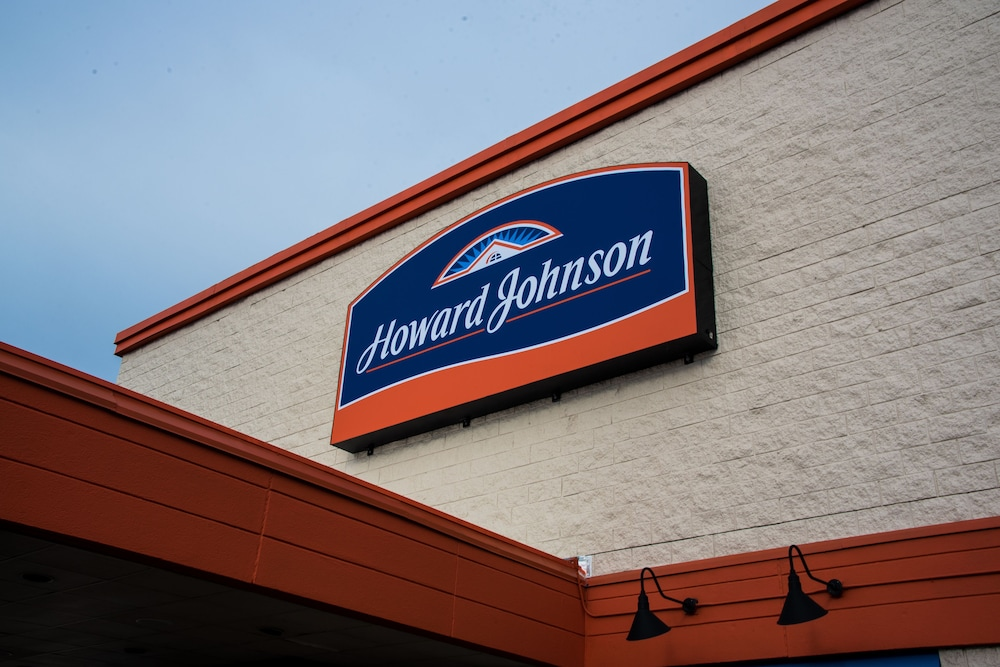 Front of Property, Howard Johnson by Wyndham Portsmouth