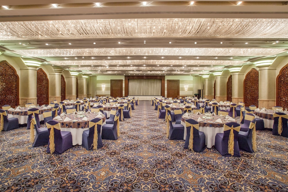 Indoor Wedding, Crowne Plaza Dubai Deira