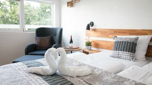 Allergivenligt sengetøj, pengeskab, skrivebord