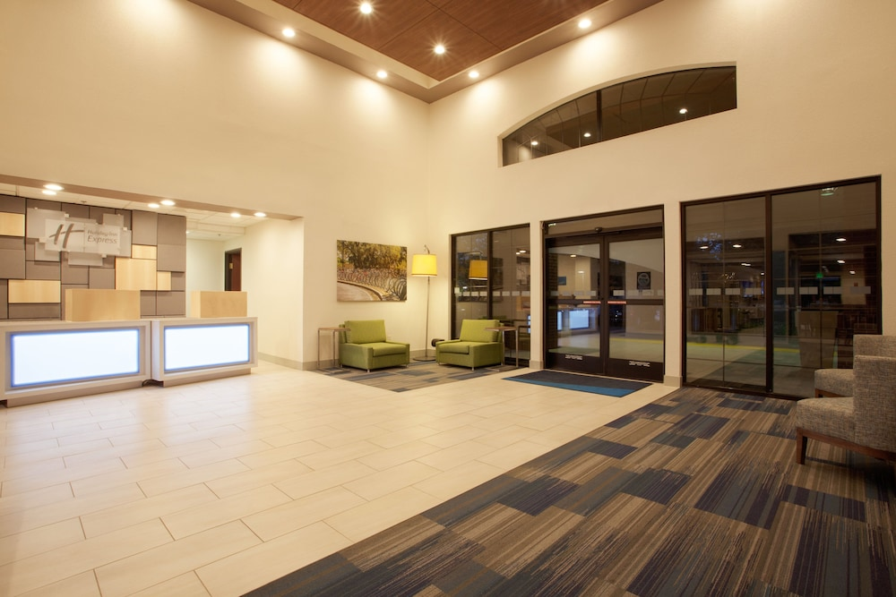 Lobby, Holiday Inn Express & Suites Davis - University Area