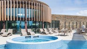 4 indoor pools, 3 outdoor pools, open 8:00 AM to 9:00 PM, pool umbrellas