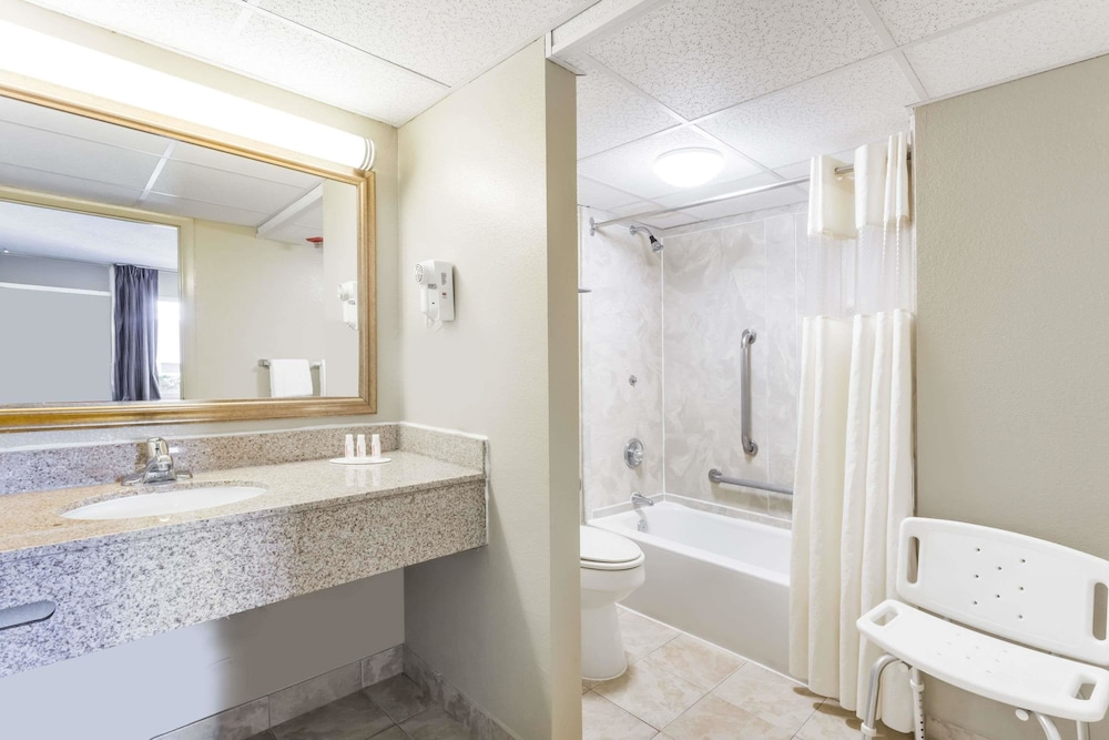 Bathroom, Days Inn by Wyndham Charlottesville/University Area