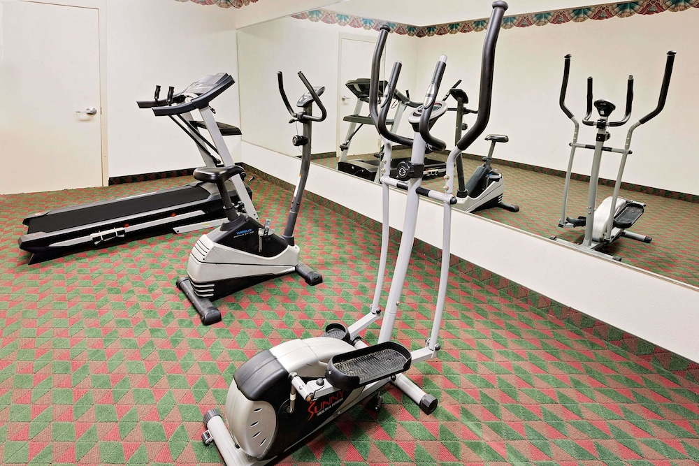 Fitness Facility, Days Inn & Suites by Wyndham Opelousas