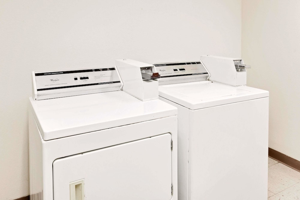 Laundry Room, Days Inn & Suites by Wyndham Opelousas