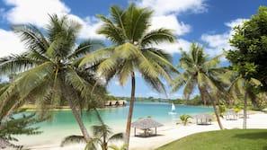 Private beach, free beach cabanas, sun-loungers, beach umbrellas