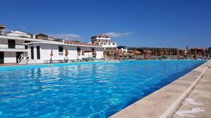 Private beach nearby, beach bar, sailing, motor boating