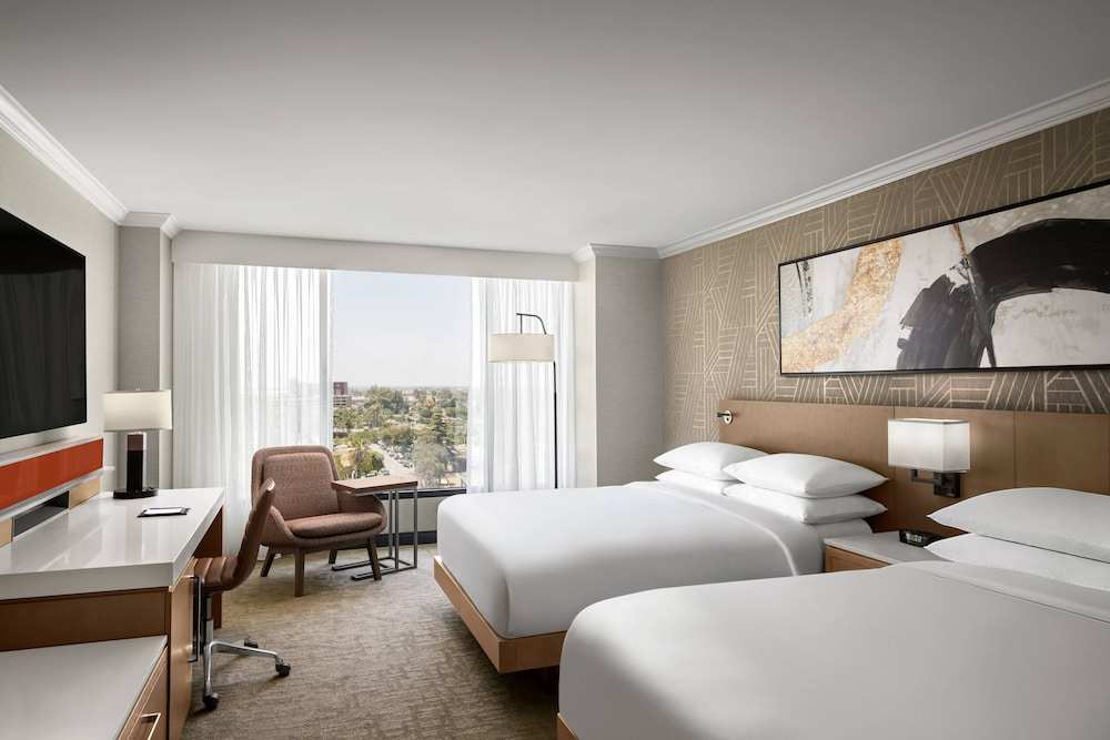 Room, Delta Hotels by Marriott Anaheim Garden Grove