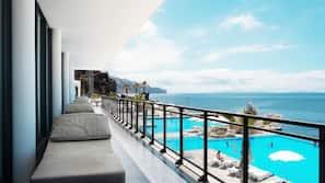 2 indoor pools, 4 outdoor pools, pool umbrellas, pool loungers