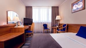 Minibar, Schreibtisch, laptopgeeigneter Arbeitsplatz