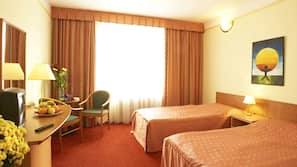 Daunenbettdecken, Zimmersafe, Schreibtisch, Verdunkelungsvorhänge