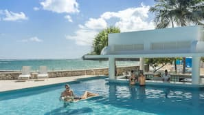 4 outdoor pools, sun loungers