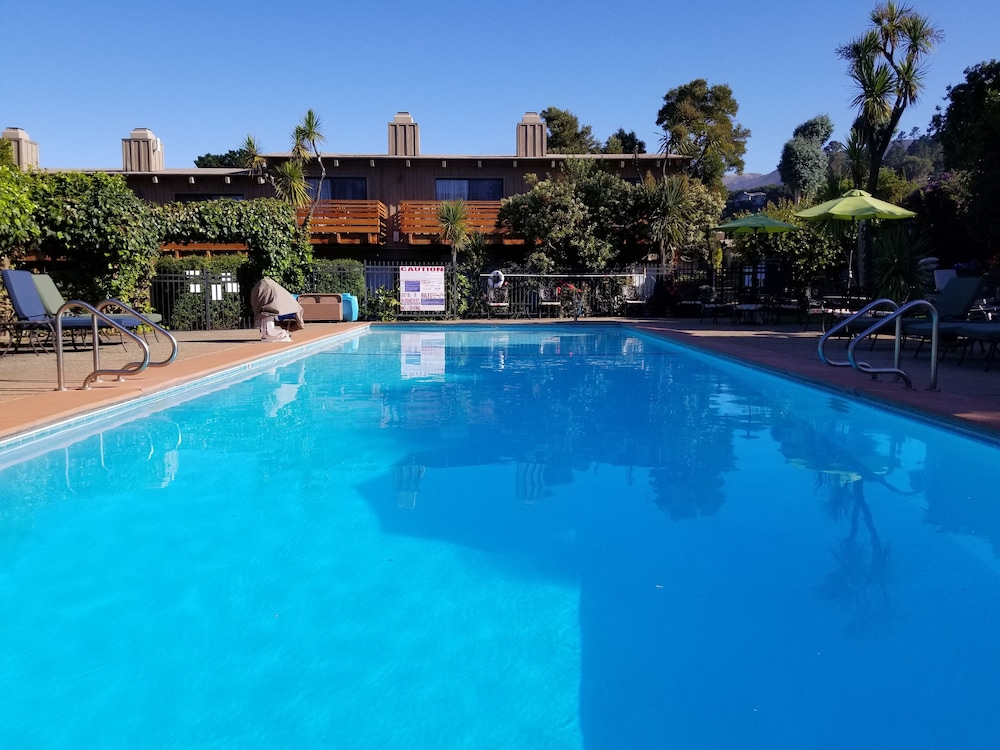 Outdoor Pool, Carmel Valley Lodge and Resort
