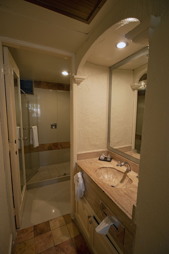 Bathroom, Luna Palace Hotel and Suites