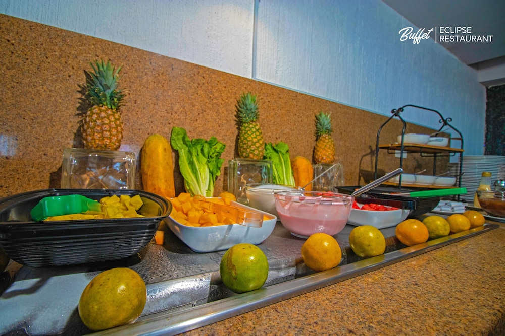 Breakfast buffet, Luna Palace Hotel and Suites
