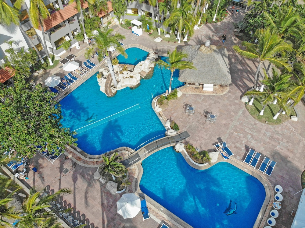 Pool, Luna Palace Hotel and Suites