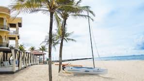 해변에 위치, 백사장, 무료 비치 카바나, 비치 타월