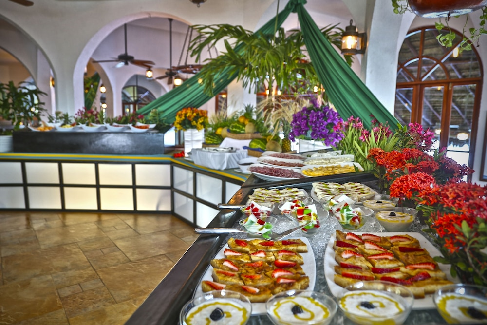 Buffet, The Royal Caribbean - An All Suites Resort