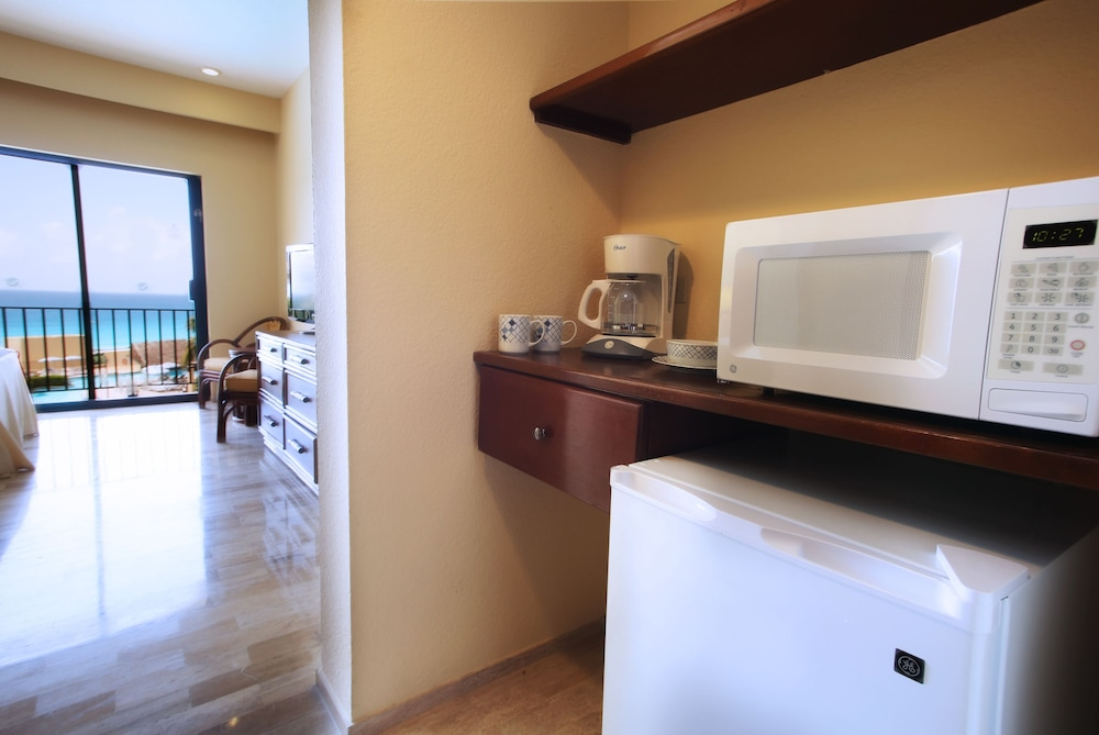 Private Kitchenette, The Royal Caribbean - An All Suites Resort