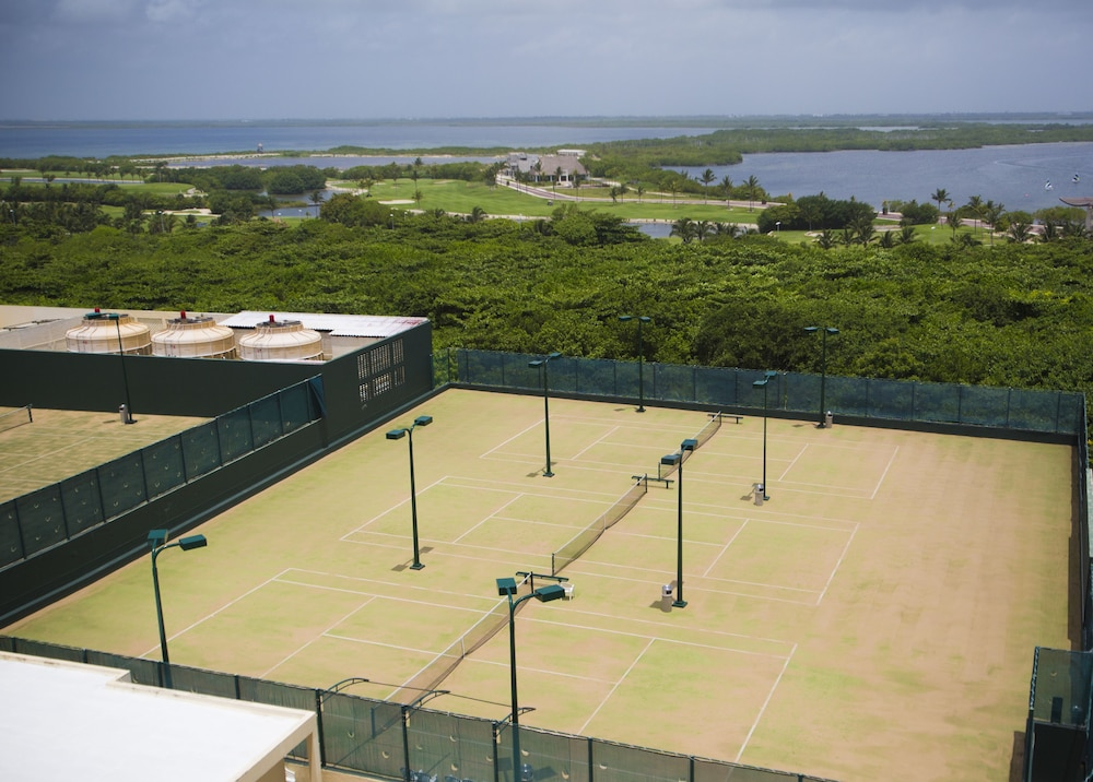 Tennis Court, The Royal Caribbean - An All Suites Resort