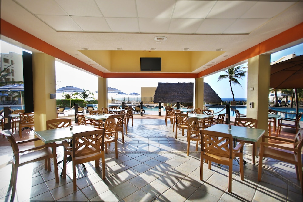 Restaurant, The Royal Caribbean - An All Suites Resort