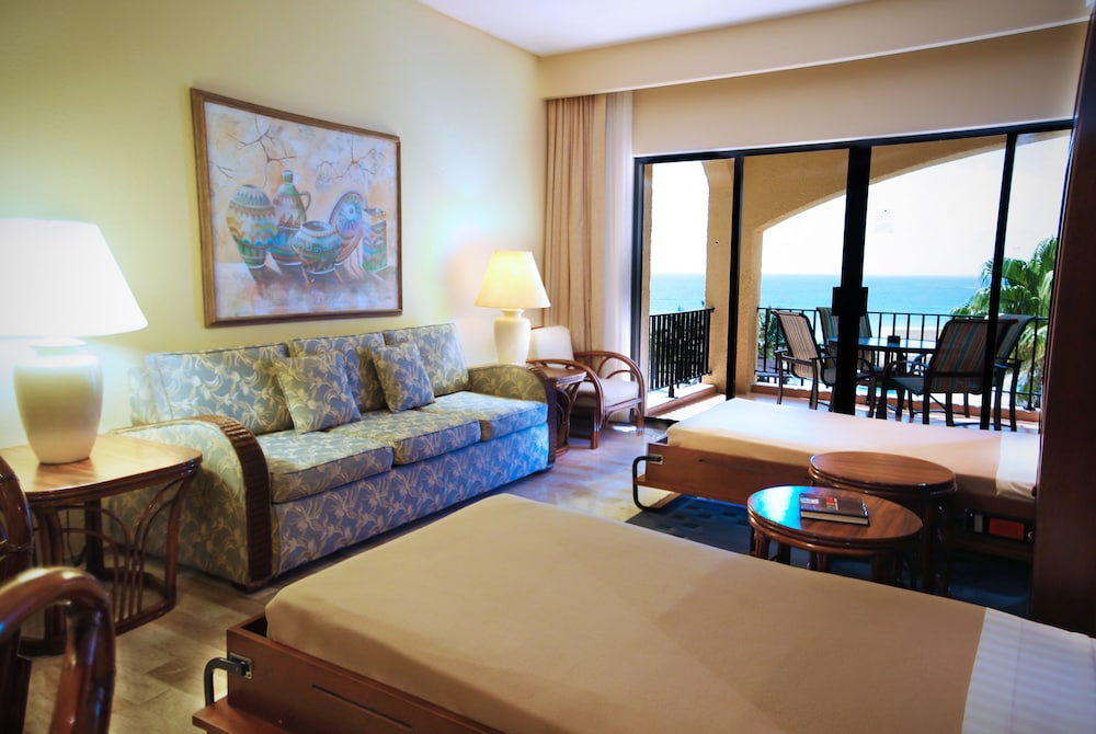 Living Area, The Royal Caribbean - An All Suites Resort