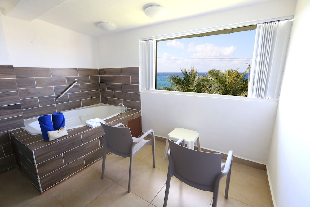 Bathroom, Cozumel Hotel & Resort, Trademark Collection by Wyndham