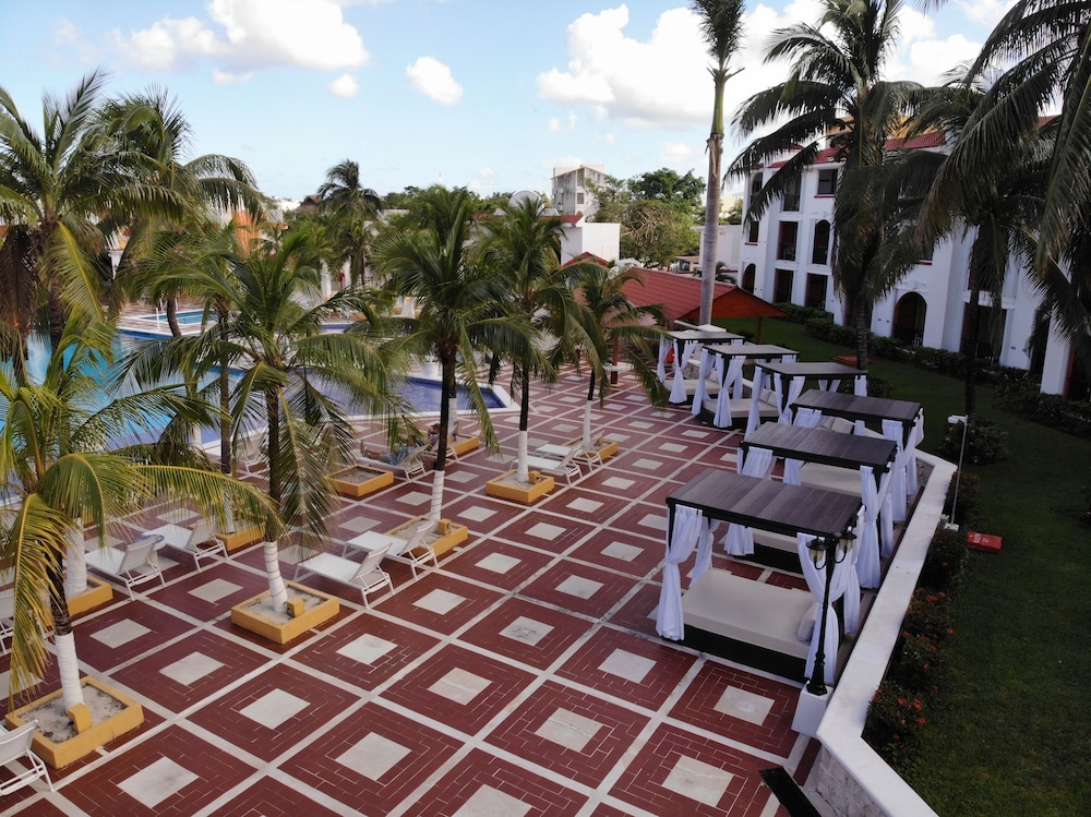 Terrace/Patio, Cozumel Hotel & Resort, Trademark Collection by Wyndham