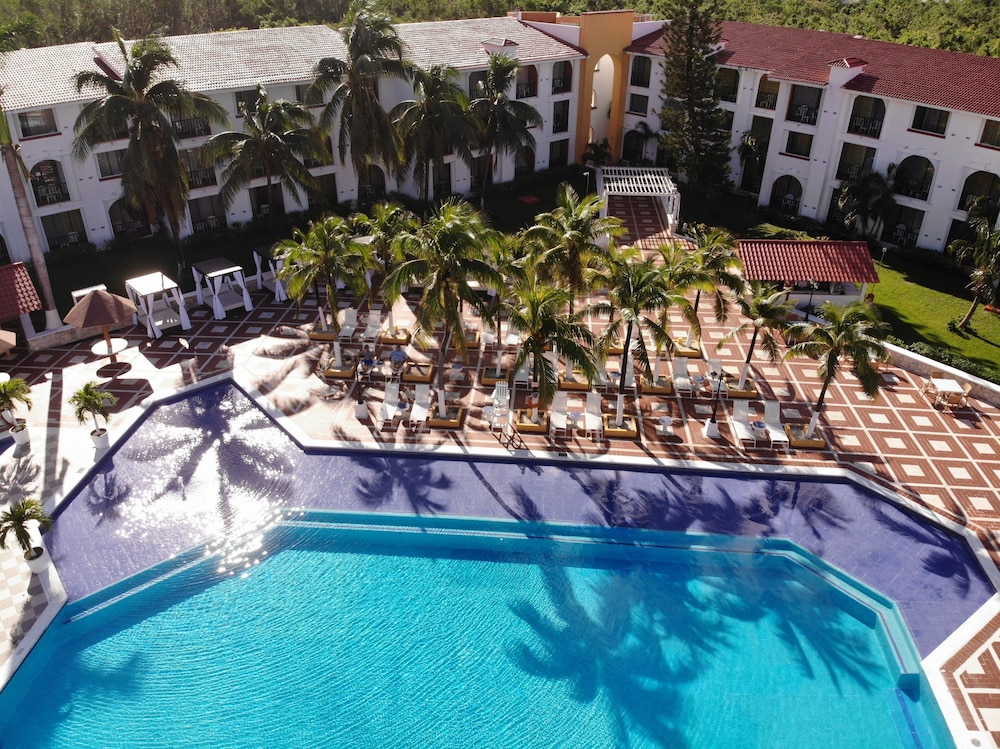 Pool, Cozumel Hotel & Resort, Trademark Collection by Wyndham